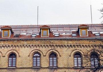 Pierwsza elektrownia fotowoltaiczna na dachu zabytkowego budynku