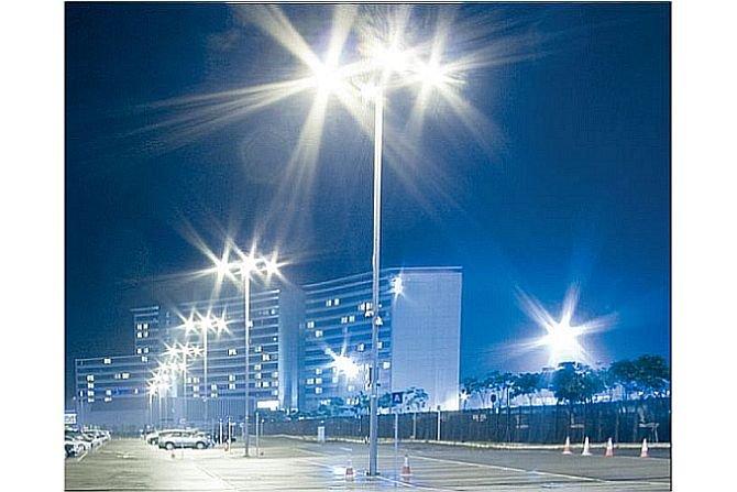 Oświetlenie wokół budynku