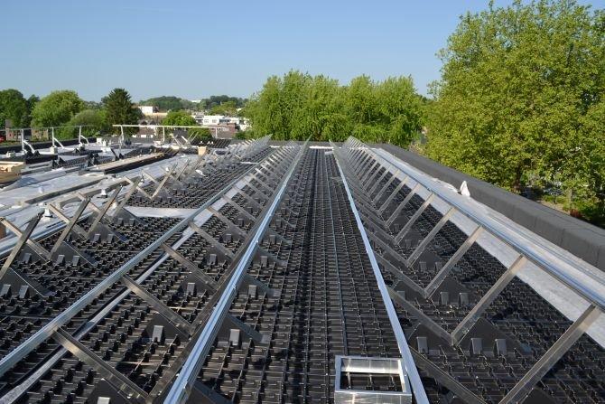 Instalacja fotowoltaiczna i dach zielony – przyszłościowa kombinacja