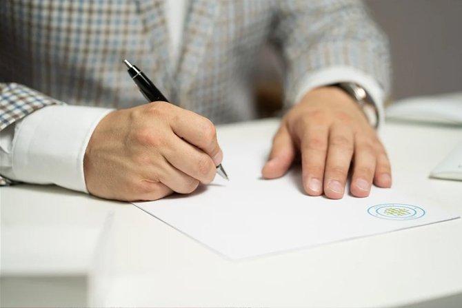 Zakres swobody zawierania umów na rynku usługowym