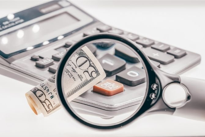 Zakup używanego mieszkania – kiedy fiskus doliczy podatek?