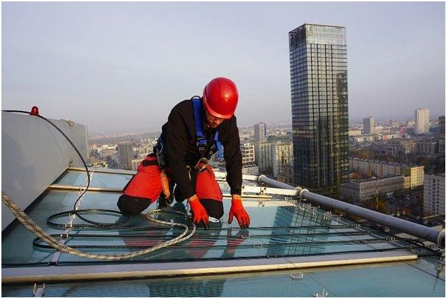 Elektryczne systemy grzewcze nVent RAYCHEM – ochrona dachów i rynien spustowych