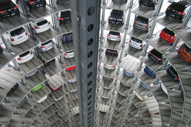 Parkingi biurowców puste