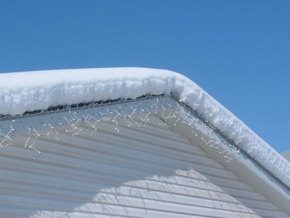 Obowiązek i konieczność odśnieżania dachów