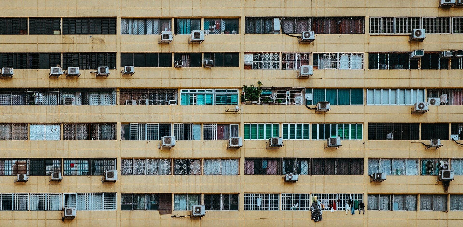 Kto i na jakich zasadach może zamontować klimatyzację w domu?