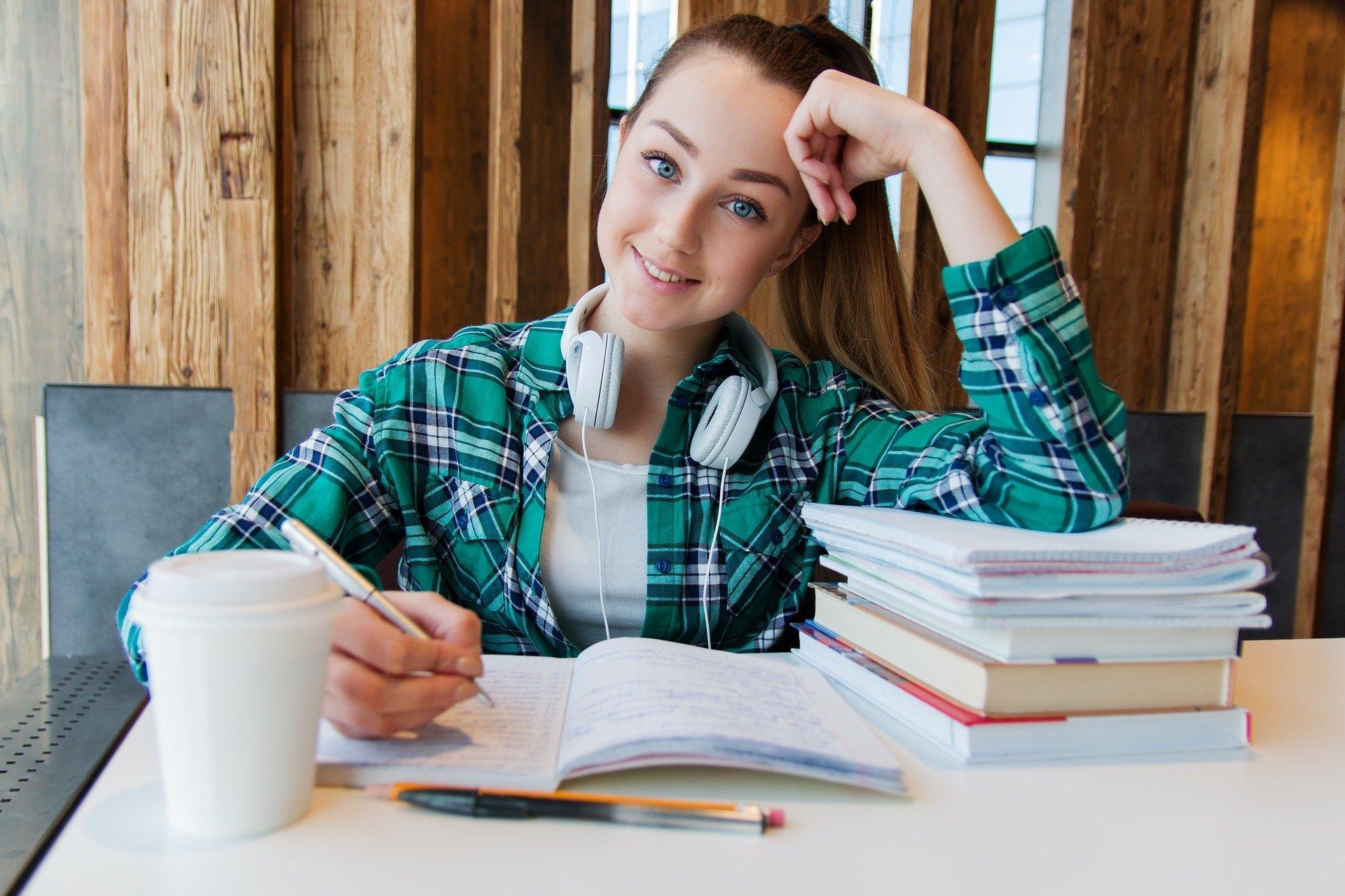 Kupno mieszkania podczas studiów – inwestycja na chwilę czy na lata?