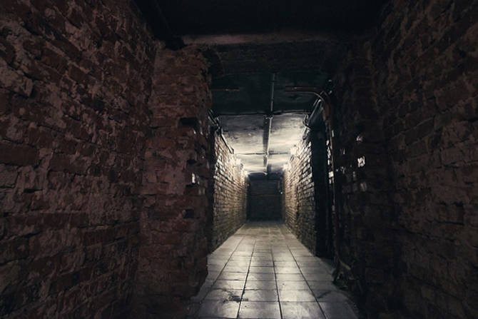 Straty ciepła? Zimna podłoga i zwiększone koszty ogrzewania? Zobacz jak ocieplić strop piwnicy i zapobiec utracie ciepła w budynku. fot. pixabay.com