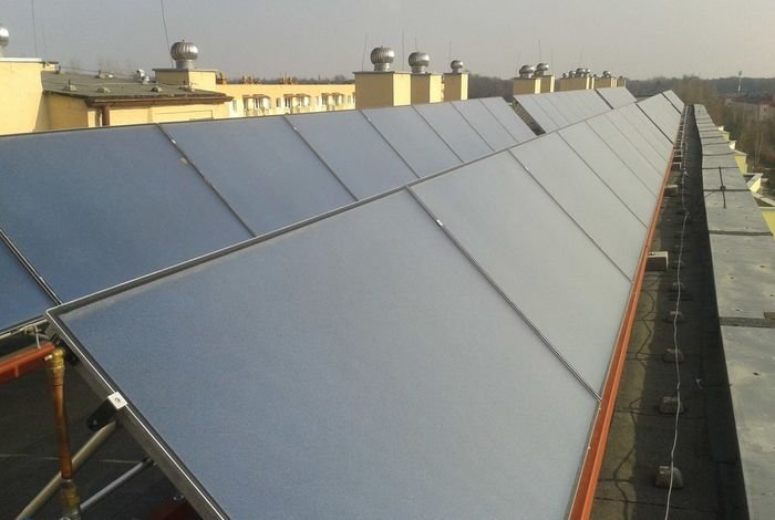 Kolektory słoneczne we wspólnocie mieszkaniowej w Głuszynie