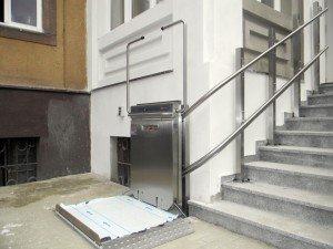 Platformy schodowe do transportu osób niepełnosprawnych Windy Schodowe