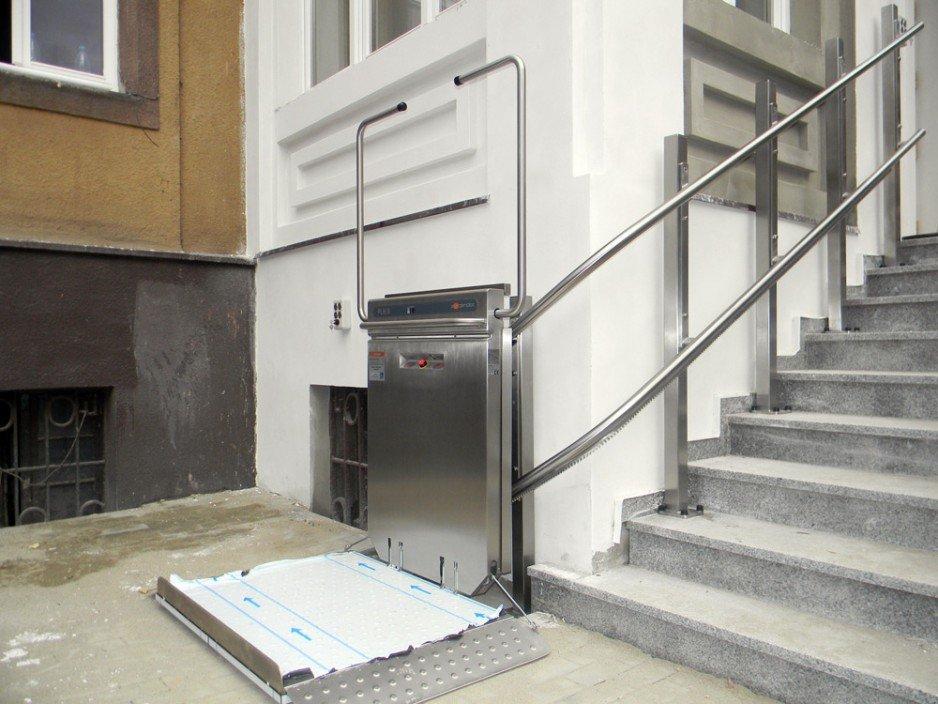 Platformy schodowe, podnośniki pionowe i inne urządzenia dźwigowe do transportu osób starszych i niepełnosprawnych