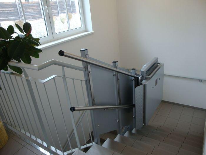 Platformy schodowe Ascendor PLK8 mogą być instalowane na schodach wielobiegowych na drugie bądź nawet trzecie piętro