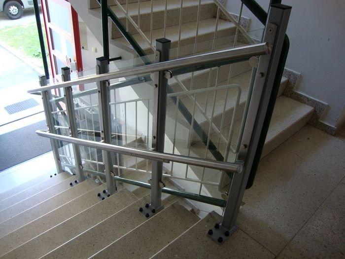 Tor jezdny platformy schodowej wygląda elegancko