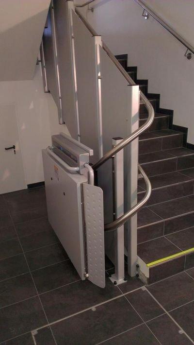 Zakręt parkingowy platformy schodowej