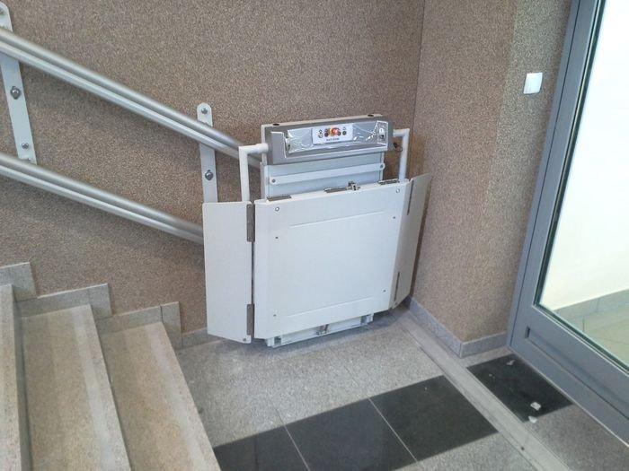 Platforma Logic potrzebuje bardzo mało miejsca przed schodami
