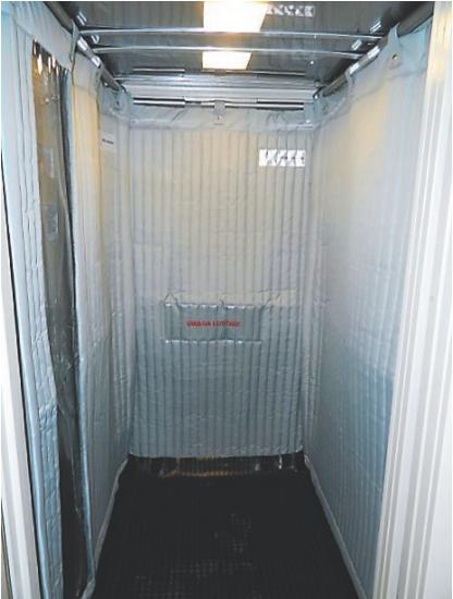 Fot. 2. Przykład poprawnie zabezpieczonej windy - zabezpieczenie wokół panelu dyspozycji i całej kabiny. Zdjęcia użyczone przez firmę Safel