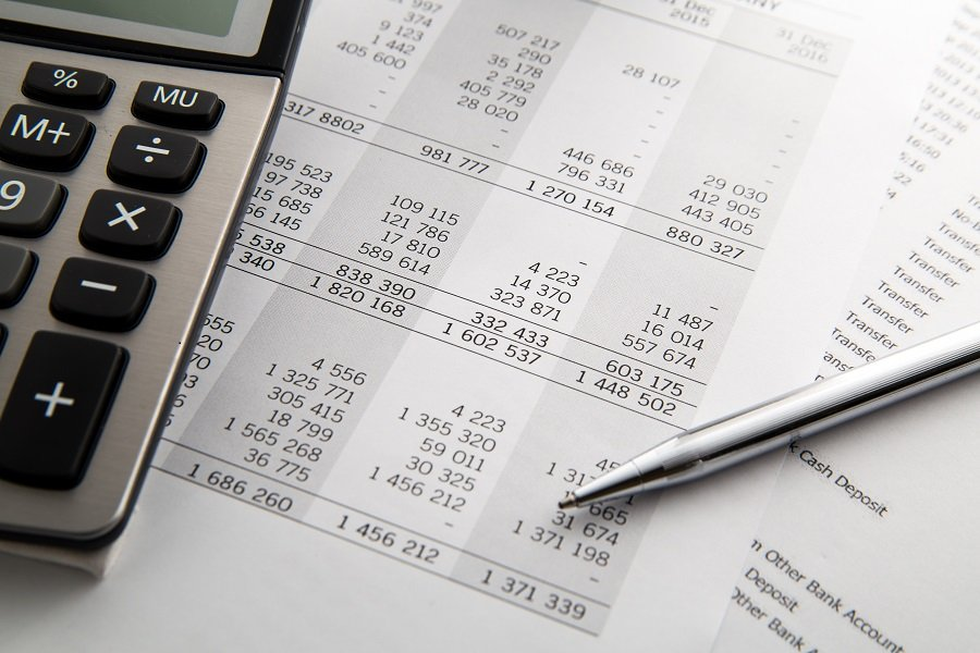 Zalety i wady outsourcingu usług księgowych