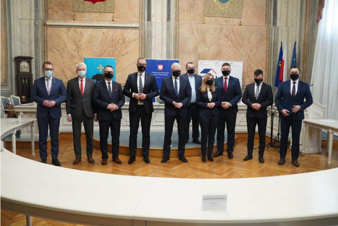 Konferencja prasowa w Przemyślu dot. współpracy z Przemyślem, Sanokiem, Mielcem, Ustrzykami Dolnymi i Medyką fot. MRPiT