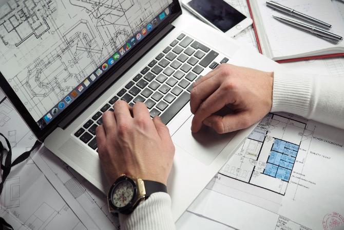 Serwis umożliwia obywatelom i inwestorom wypełnienie i złożenie wniosków związanych z procesem budowlanym w sposób elektroniczny do właściwych urzędów fot. Pixabay