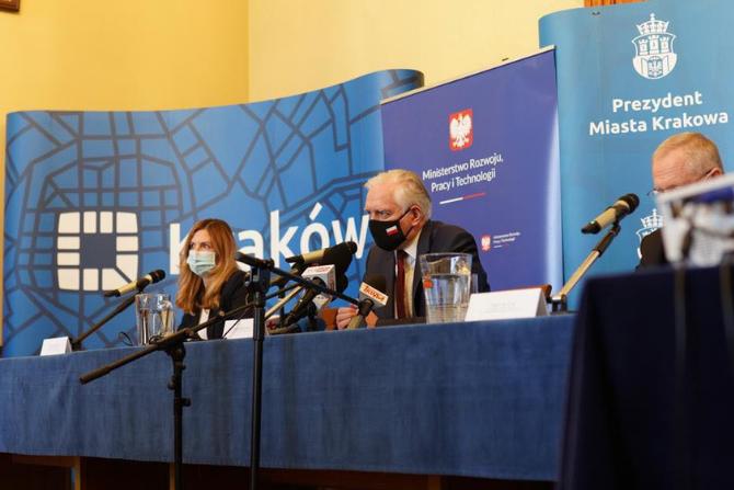 Konferencja prasowa dot. wsparcia budownictwa komunalnego w Krakowie z rządowych programów mieszkaniowych fot. MPRiT
