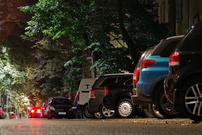 Nielegalnie zaparkowane auta, pixabay