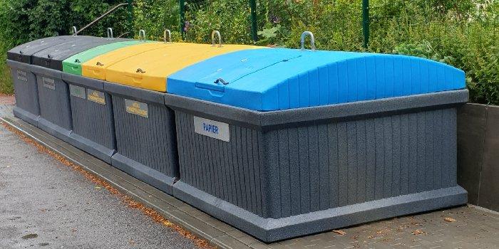 Pojemniki na śmieci – jak je zasłonić? QUUB